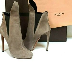 ALAIA Grey Suede Rear-zip Ankle Boots Booties